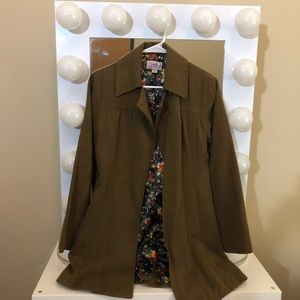 Gorgeous Coat with Pockets and Collar